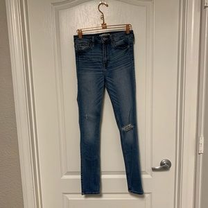 Abercrombie & Fitch High Rise Jeans Medium Wash